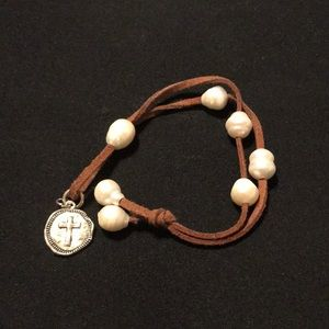 Jewelry - Leather and pearl rustic/western bracelet. ✝️charm